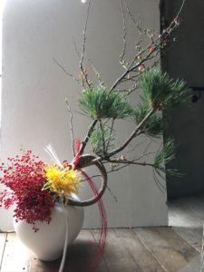 フラワーアレンジメント 結び松 南天 菊 ボケ 岐阜市花屋 お正月